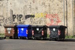 Mülltonnen mit Tretmechanismus